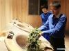 С помощта на чаените технолози Лиу Гуон и Джан Ксию учат фермерите как да произвеждат висококачествен екологичен чай, който им осигурява по-високи доходи